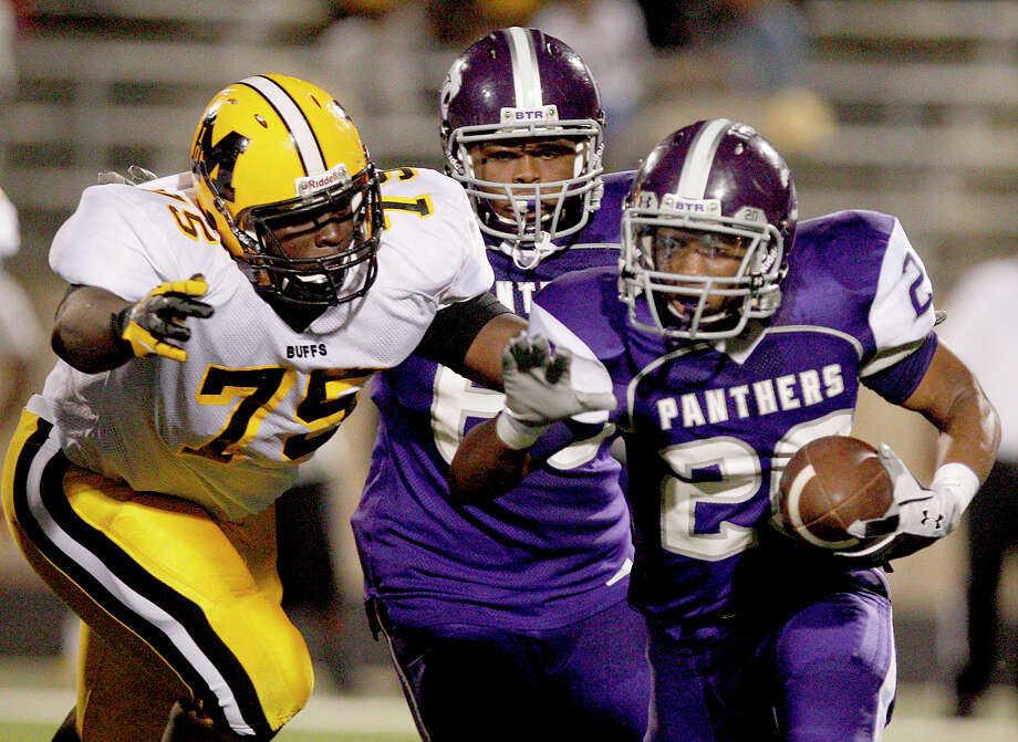 10/5/12: Ridge Point's Ledet KeShanw #20 out runs Fort Bend Marshall's Taza Williams #75 in a Class 4A high school football game at Hall Stadium in Missouri, Texas. Photo: Thomas B. Shea, For The Chronicle / © 2012 Thomas B. Shea