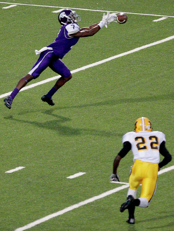10/5/12: Ridge Point's  E.J. Ewah #7 drops the pass as Fort Bend Marshall's Brandon Jenkins #22 defends in a Class 4A high school football game at Hall Stadium in Missouri, Texas. Photo: Thomas B. Shea, For The Chronicle / © 2012 Thomas B. Shea