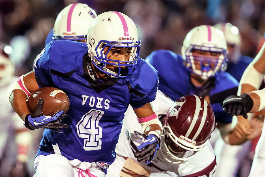 Lanier running back Matthew Carson heads around right end on the first offensive play of the third quater during their game with Highlands at Alamo Stadium on Oct. 5, 2012.  MARVIN PFEIFFER/ mpfeiffer@express-news.net Photo: MARVIN PFEIFFER, Express-News / Express-News 2012