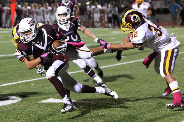 Floresville's Dadrian Contreras (21) runs for open field after picking off a pass against Harlandale in high school football in Floresville, Texas on Friday, Oct. 5, 2012. Photo: Kin Man Hui, Express-News / ©2012 San Antonio Express-News