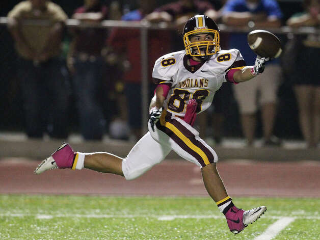 Harlandale's James Mendoza (88) reaches but misses a pass against Floresville in high school football in Floresville, Texas on Friday, Oct. 5, 2012. Photo: Kin Man Hui, Express-News / ©2012 San Antonio Express-News