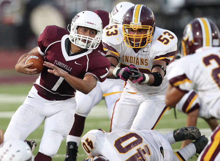 Floresville's Ruben Benavides (07) looks for room to run against Harlandale in high school football in Floresville, Texas on Friday, Oct. 5, 2012. Photo: Kin Man Hui, Express-News / ©2012 San Antonio Express-News