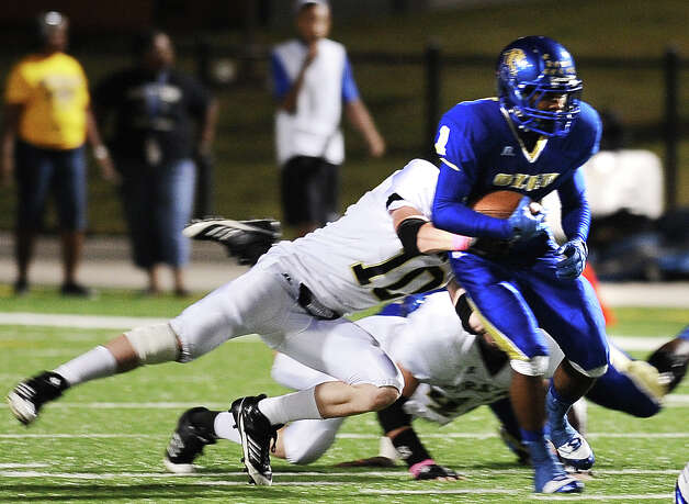 Ozen running back JaKobi Jones charges for a first down during the Ozen football game against Vidor at the BISD Thomas Center on Friday, October 5, 2012. Photo taken: Randy Edwards/The Enterprise Photo: Randy Edwards