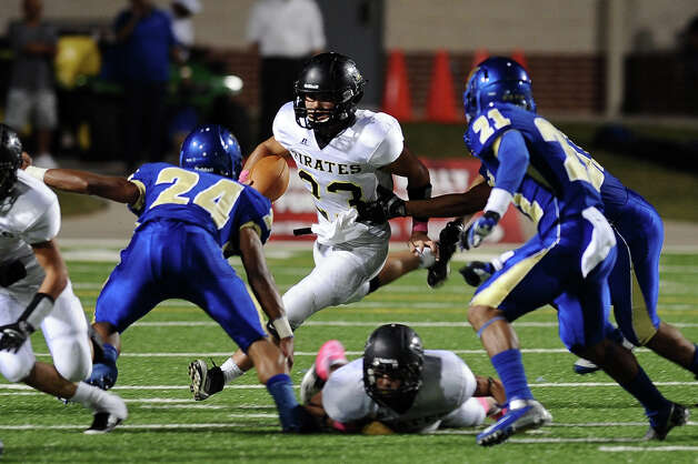 Vidor quarterback Montana Quirante with a quarterback keeper during the Ozen football game against Vidor at the BISD Thomas Center on Friday, October 5, 2012. Photo taken: Randy Edwards/The Enterprise Photo: Randy Edwards