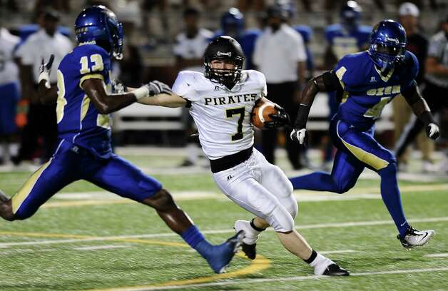 Vidor player Justin Moore, 7, charges for a first down during the Ozen football game against Vidor at the BISD Thomas Center on Friday, October 5, 2012. Photo taken: Randy Edwards/The Enterprise Photo: Randy Edwards