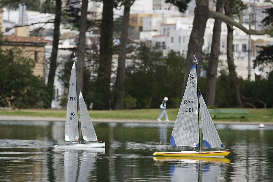 Rich Styles sails the Coup De Gras (left) while Michael Fischer sails the Wind Horse on Spreckels Lake. Photo: Rashad Sisemore, The Chronicle