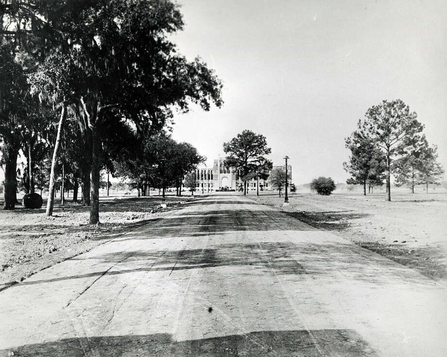 Approach to administration building in 1912. Photo: Houston Chronicle File Photo