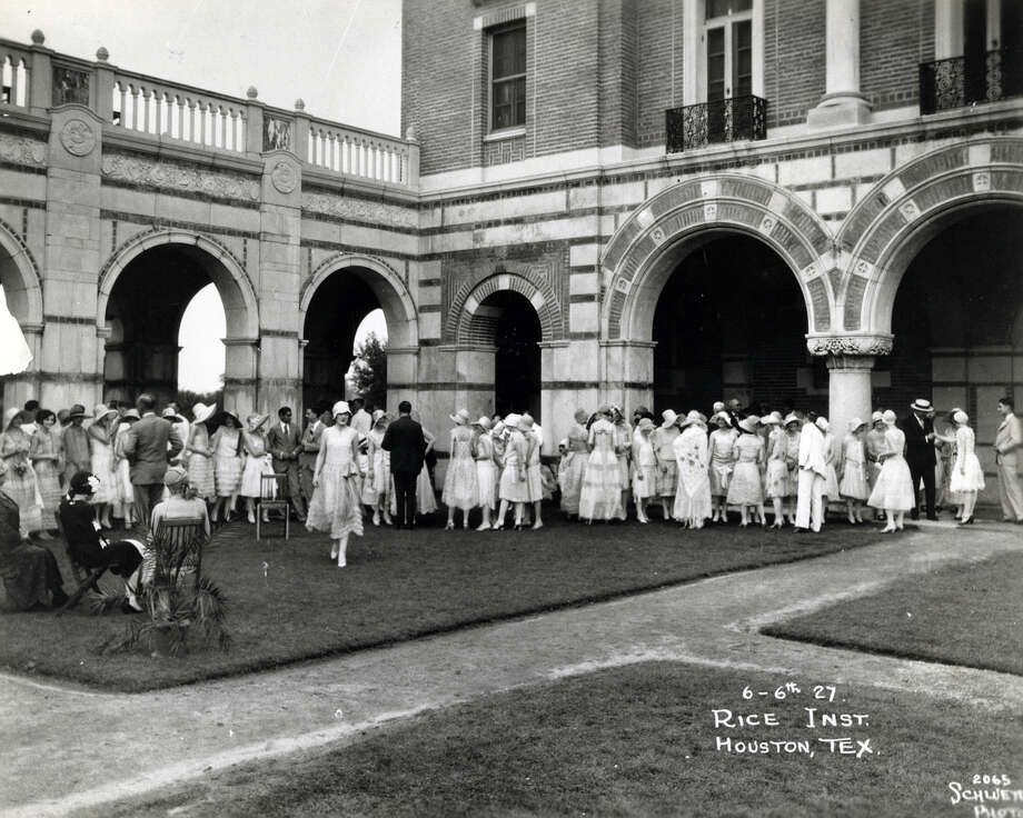 In the late 1920's, a lawn party at Rice Institute was an occasion for dressing up. Photo: Houston Chronicle File Photo