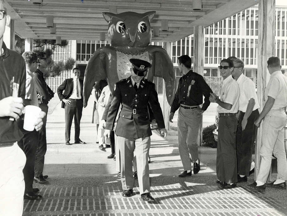 Sammy Owl was returned to Rice by unwilling Aggie Captors.  The fiber glass mascot was rescued by an A&M policeman in November of 1963. Photo: Bill Goodwin, Houston Chronicle / Houston Post files