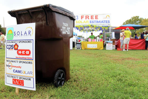 Solar Fest San Antonio provides valuable information to the public about renewable energy technologies, the impact of sustainable living and green building techniques. Lion's Field, Saturday, Oct. 6, 2012. Photo: Jennifer Whitney, For The Express-News / © Jennifer Whitney