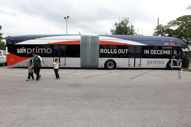 Because of their 60-foot length, VIA's new Prímo buses are hinged in the middle to allow for easier cornering. The vehicles run on compressed natural gas. Photo: Jennifer Whitney, For The Express-News / © Jennifer Whitney
