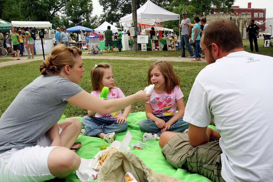 The Cantrell family — from left, Miranda, Kynley, 4, Rhianna, 5, and Joel — enjoy snacks while attending Solar Fest on May 2, 2009, at Maverick Park. Photo: Edward A. Ornelas, San Antonio Express-News / eaornelas@express-news.net
