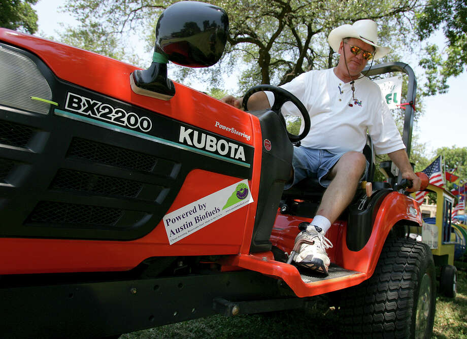 Steve Sands starts his bio-diesel powered Kubota tractor at Solar Fest on June 18, 2005, in Maverick Park. Sands uses the tractor to pull his Jiggle Bug Express kids' train, made out of 50-gallon drums. Photo: William Luther, San Antonio Express-News / SAN ANTONIO EXPRESS-NEWS