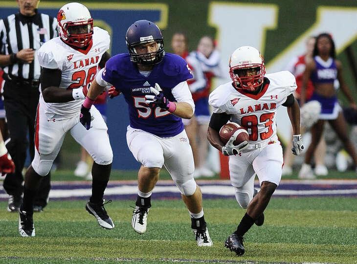 Lamar  wide receiver Reggie Begelton returns a kick during Northwestern State football game against