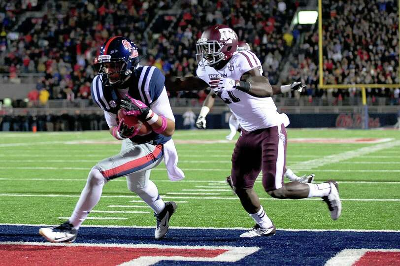 OXFORD, MS - OCTOBER 06: Donte Moncrief #12 of the Ole Miss Rebels catches a touchdown pass in front