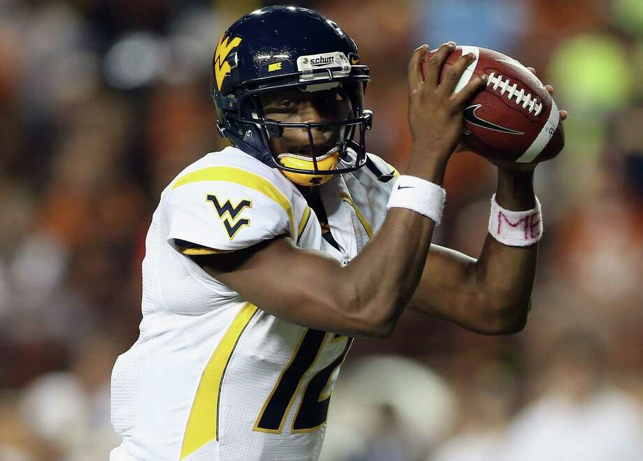 AUSTIN, TX - OCTOBER 06:  Geno Smith #12 of the West Virginia Mountaineers drops back to pass against the Texas Longhorns at Darrell K Royal-Texas Memorial Stadium on October 6, 2012 in Austin, Texas. Photo: Ronald Martinez, Getty Images / 2012 Getty Images