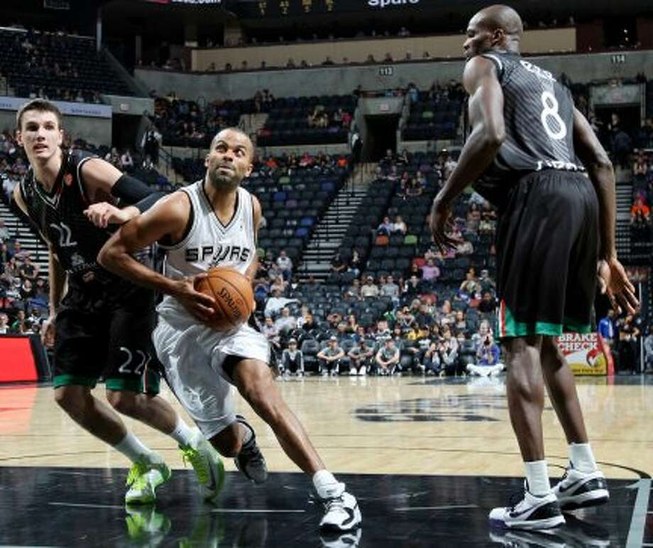 San Antonio Spurs' Tony Parker drives between Montepaschi Siena's Matt Janning (left) and Montepaschi Siena's Benjamin Eze during first half action Saturday Oct. 6, 2012 at the AT&T Center. (San Antonio Express-News)