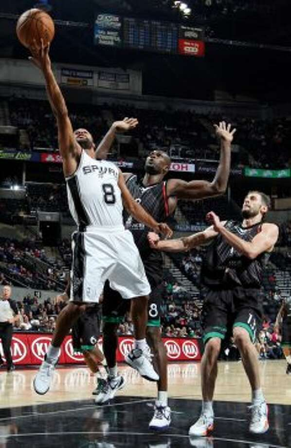 San Antonio Spurs' Patty Mills shoots around Montepaschi Siena's Benjamin Eze and Montepaschi Siena's Viktor Sanikidze during first half action Saturday Oct. 6, 2012 at the AT&T Center. (San Antonio Express-News)