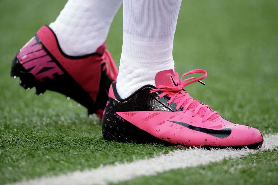 A player weirs pink Nike football cleats for Breast Cancer Awareness month before an NFL football game between the New York Giants and the Cleveland Browns Sunday, Oct. 7, 2012, in East Rutherford, N.J. (AP Photo/Peter Morgan) Photo: Peter Morgan / AP