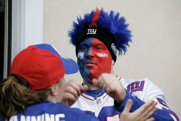 New York Giants fans arrive before an NFL football game between the New York Giants and the Cleveland Browns Sunday, Oct. 7, 2012, in East Rutherford, N.J. (AP Photo/Peter Morgan) Photo: Peter Morgan / AP
