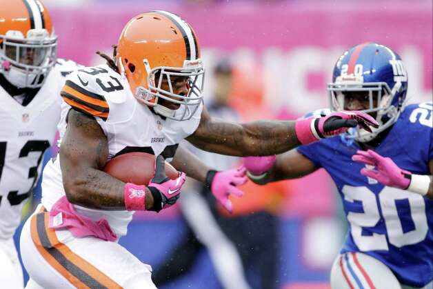 Cleveland Browns running back Trent Richardson (33) rushes past New York Giants defensive back Prince Amukamara (20) for a touchdown during the first half of an NFL football game Sunday, Oct. 7, 2012, in East Rutherford, N.J. (AP Photo/Kathy Willens) Photo: Kathy Willens / AP
