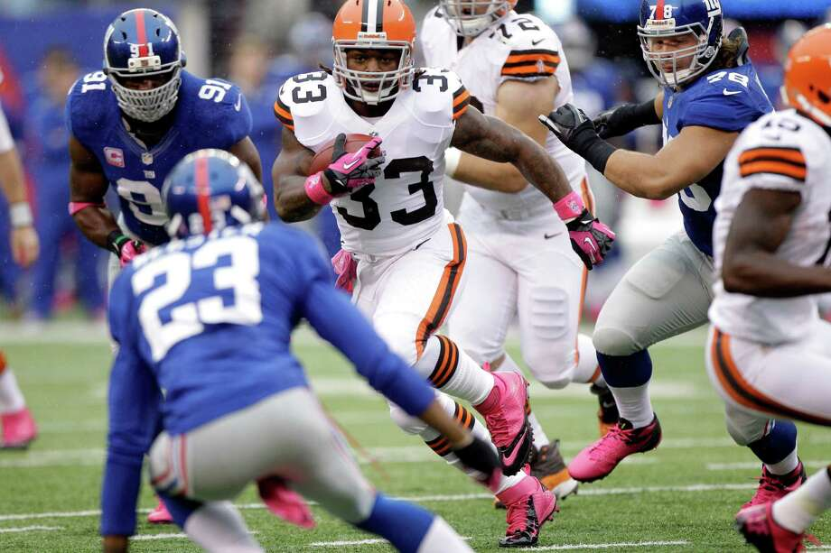Cleveland Browns running back Trent Richardson (33) rushes during the first half of an NFL football game as New York Giants defensive end Justin Tuck (91) and  Corey Webster (23) pursue Sunday, Oct. 7, 2012, in East Rutherford, N.J. (AP Photo/Kathy Willens) Photo: Kathy Willens / AP
