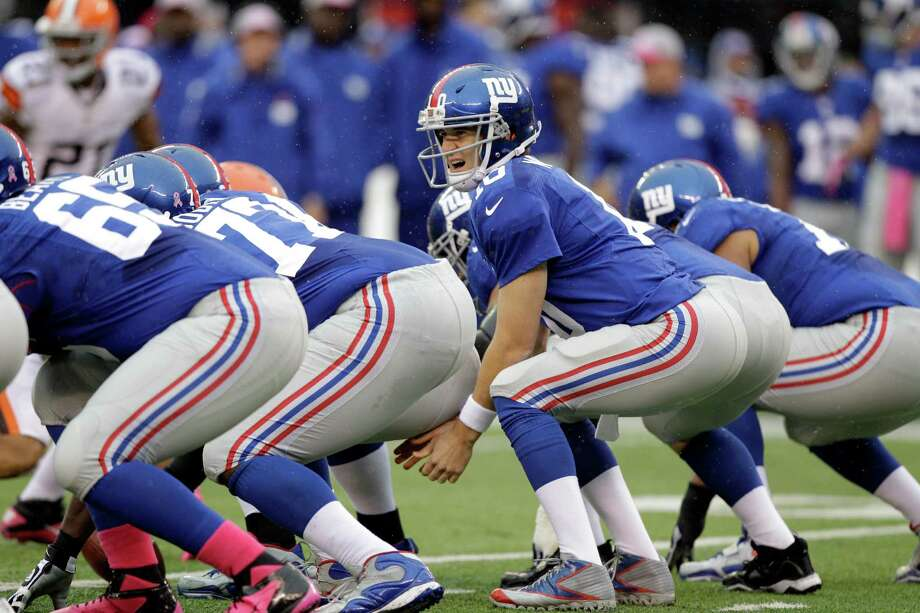 New York Giants quarterback Eli Manning (10) looks over the offensive lineduring the first half of an NFL football game against the Cleveland Browns Sunday, Oct. 7, 2012, in East Rutherford, N.J. (AP Photo/Kathy Willens) Photo: Kathy Willens / AP