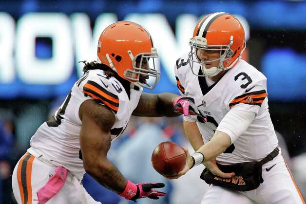 Cleveland Browns quarterback Brandon Weeden (3) hands the ball off to running back Trent Richardson during the first half of an NFL football game against the New York Giants Sunday, Oct. 7, 2012, in East Rutherford, N.J. (AP Photo/Kathy Willens) Photo: Kathy Willens / AP