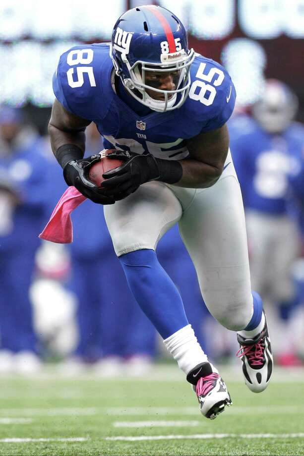 New York Giants tight end Martellus Bennett (85) runs with the ball after a catch during the first half of an NFL football game against the Cleveland Browns Sunday, Oct. 7, 2012, in East Rutherford, N.J. (AP Photo/Kathy Willens) Photo: Kathy Willens / AP