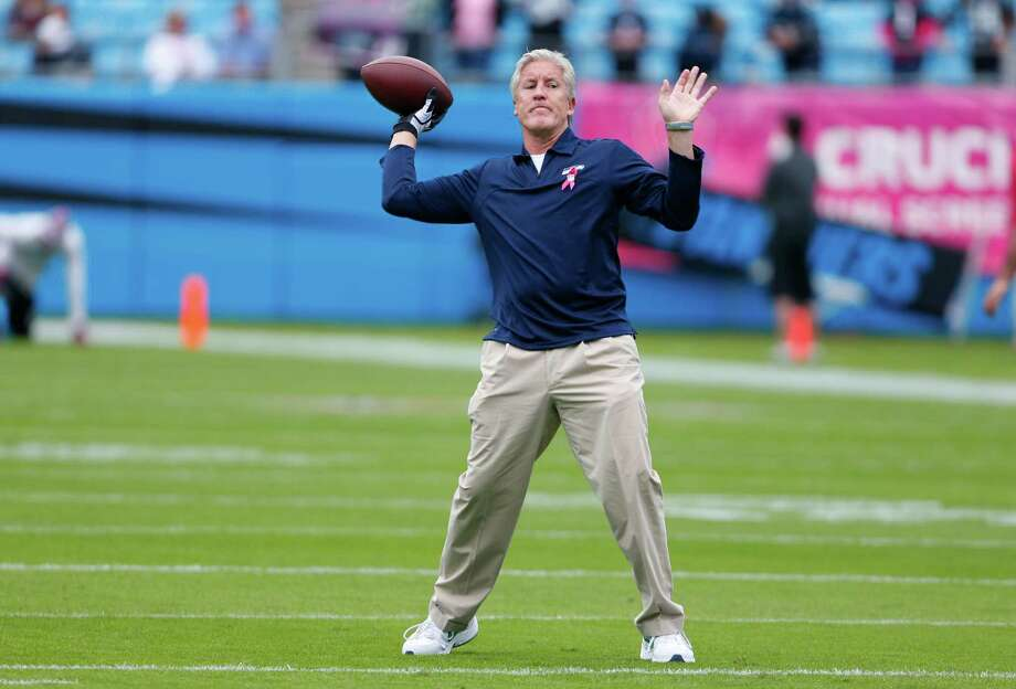 Seattle Seahawks head coach Pete Carroll throws a pass as his team warms up before an NFL football game against the Carolina Panthers in Charlotte, N.C., Sunday, Oct. 7, 2012. Photo: AP