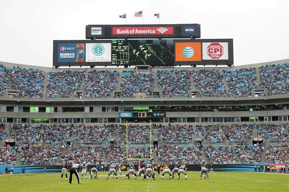 The Carolina Panthers play against the Seattle Seahawks during the first quarter of an NFL football game in Charlotte, N.C., Sunday, Oct. 7, 2012. Photo: AP