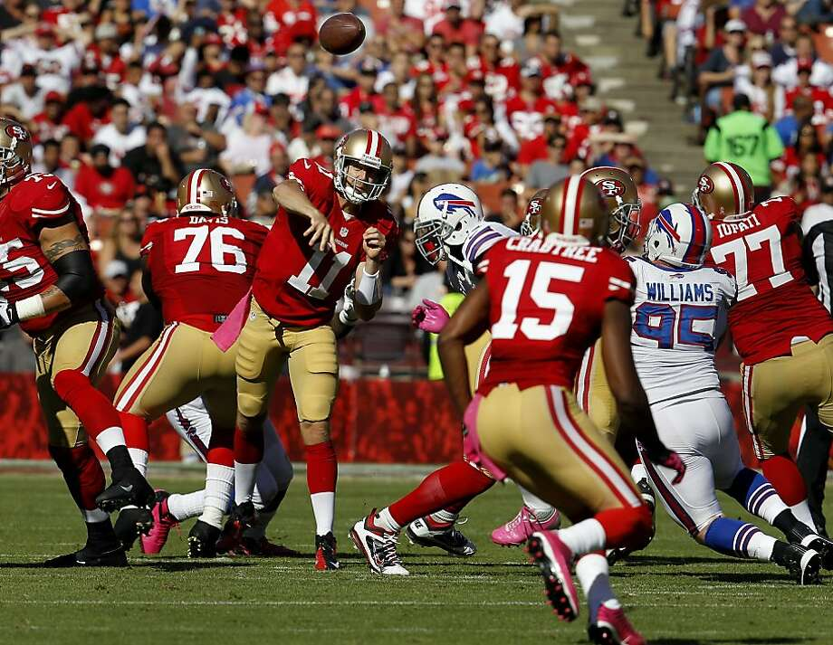 Alex Smith, who had 303 yards passing, throws to Michael Crabtree, who had 113 receiving. Photo: Brant Ward, The Chronicle