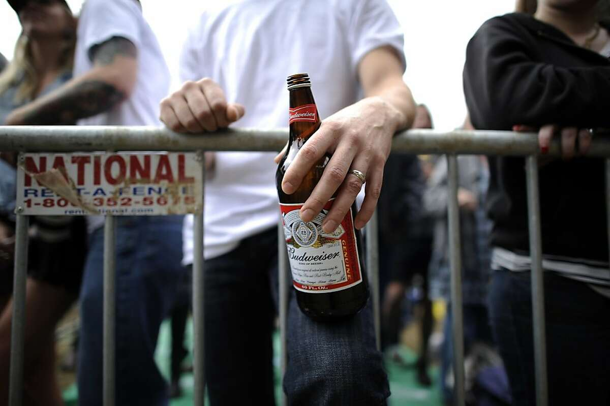 No bottles or other glass containers! Beer is OK, but it must be in a can or plastic container. Golden Gate Park forbids hard alcohol, but if you plan to take a flask anyway, discretion is recommended. Coolers are fine.