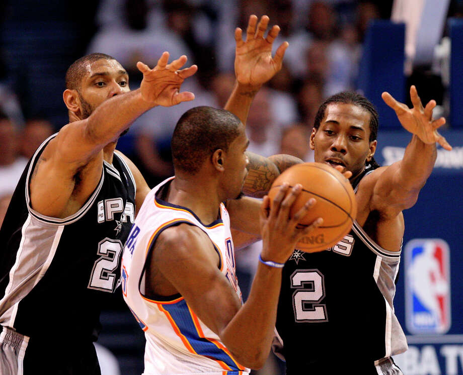 Thunder's Kevin Durant (35) is guarded by Spurs' Tim Duncan (21) and Kawhi Leonard (2) during the second half of Game 6 of the NBA Western Conference Finals in Oklahoma City, Okla. on Wednesday, June 6, 2012. Photo: Jerry Lara, San Antonio Express-News / © 2012 San Antonio Express-News