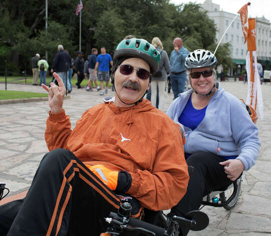From the left, Biff and Zanne Coon participating in Síclovía, from Alamo Plaza to Mahncke Park, Sunday, October 7, 2012. Photo: J. MICHAEL SHORT, For The Express-News / The San Antonio Express-News