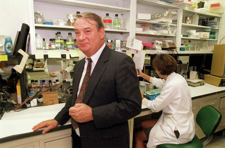 Dr. Ferid  Murad stood in a lab at the Texas Medical Center after being told in 1998 that he had won, with two colleagues, the Nobel Prize for Medicine.  Photo: Ben DeSoto, Houston Chronicle / Houston Chronicle