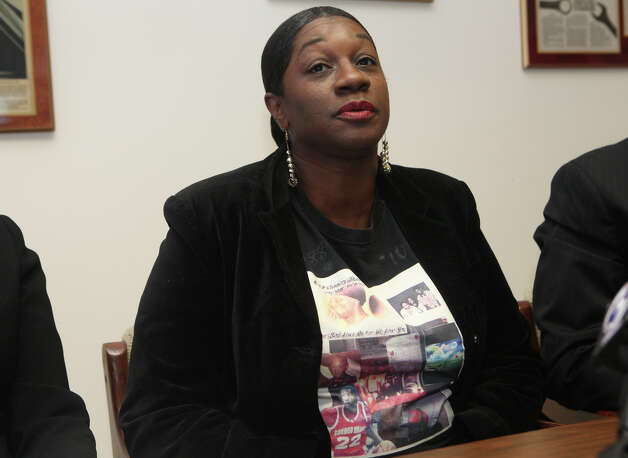 Olamae Hardy attends  a press conference where attorneys Richard Altschuler and Sandra Moore announce the filing of law suit on behalf of her son Chauncey Harding on Monday, October 8, 2012 in West Haven Conn.  Chauncey Hardy  was beaten to death in Romania last year while playing professional basketball. Photo: BK Angeletti, B.K. Angeletti / Connecticut Post freelance B.K. Angeletti