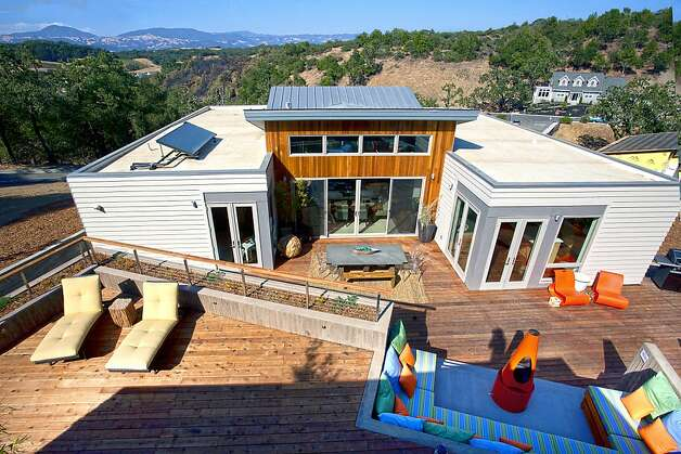 From atop the rear casita, or guest house, the extensive deck, perfect for entertaining, is visible. Photo: Sibylla Herbrich