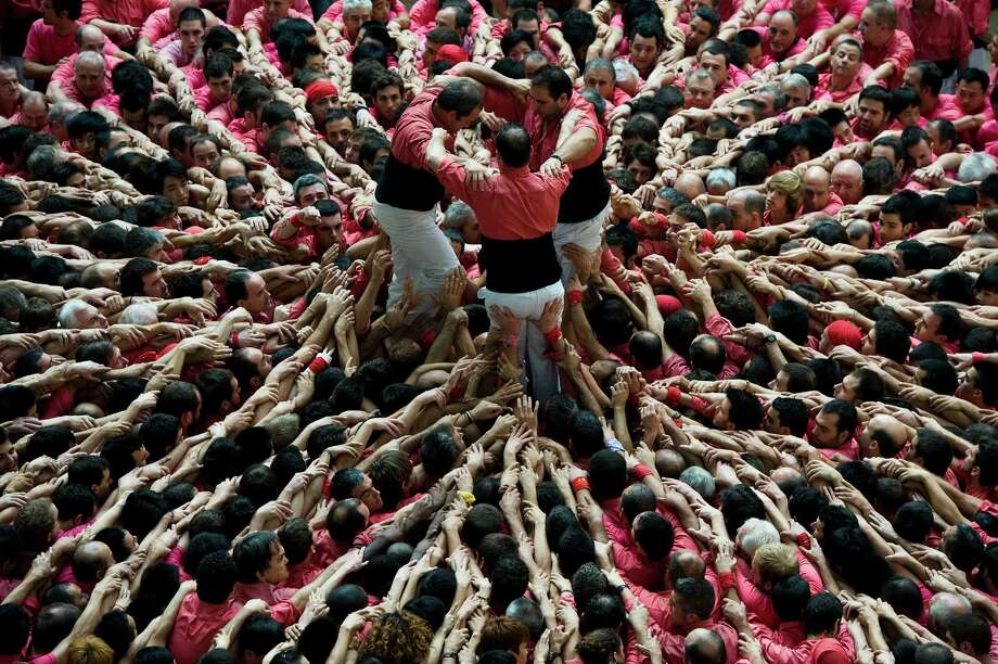 Members of the Colla 'Vella de Valls' start a construction of a human tower during the 24th Tarragona Castells Competition on October 7, 2012 in Tarragona, Spain. Photo: David Ramos, Getty Images / 2012 Getty Images