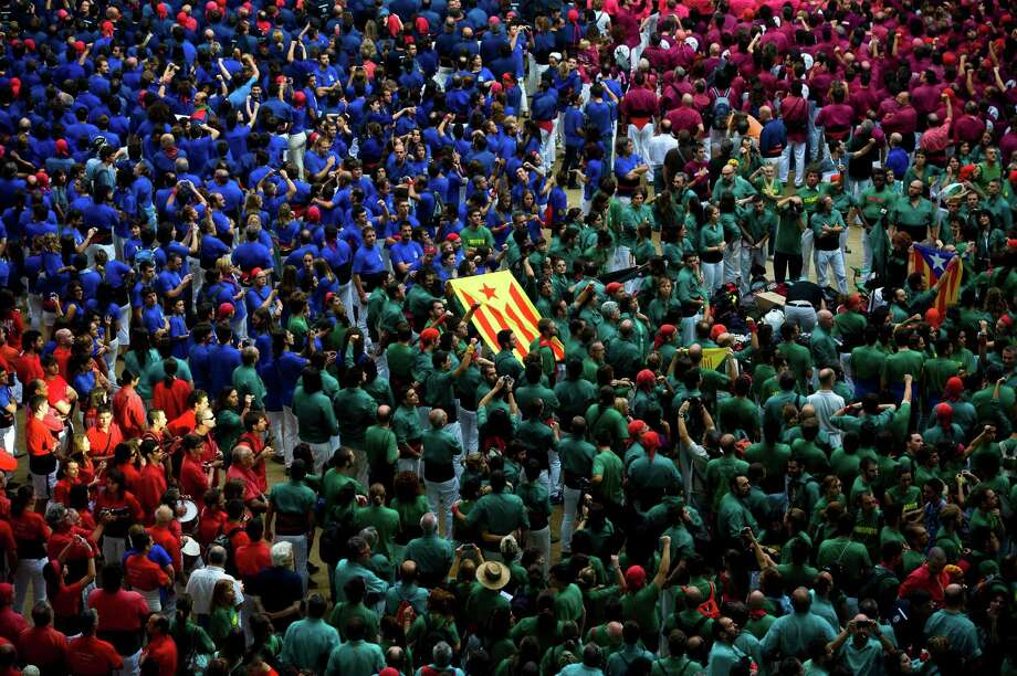 A Catalan Pro-Independence flag is held up by members of a colla as the sing the Catalan National Anthem during the 24th Tarragona Castells Competition on October 7, 2012 in Tarragona, Spain. Photo: David Ramos, Getty Images / 2012 Getty Images