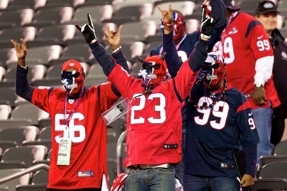 Houston Texans fans cheers as they arrive in the stadium before the Texans' Monday Night Football game against the New York Jets at MetLife Stadium on Monday, Oct. 8, 2012, in East Rutherford. Photo: Brett Coomer, Houston Chronicle / © 2012  Houston Chronicle