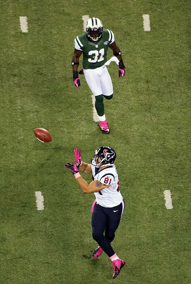 Houston Texans tight end Owen Daniels (81) catches a 34-yard touchdown pass as New York Jets cornerback Antonio Cromartie (31) defends during the first quarter of a Monday Night Football game at MetLife Stadium on Monday, Oct. 8, 2012, in East Rutherford, N.J. Photo: Smiley N. Pool, Houston Chronicle / © 2012  Houston Chronicle
