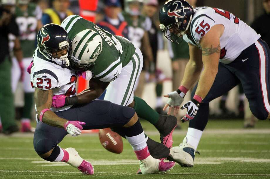 New York Jets inside linebacker David Harris (52) knocks the ball away from Houston Texans running back Arian Foster (23) for an incomplete pass during the first quarter of a Monday Night Football game at MetLife Stadium on Monday, Oct. 8, 2012, in East Rutherford, N.J. Photo: Smiley N. Pool, Houston Chronicle / © 2012  Houston Chronicle