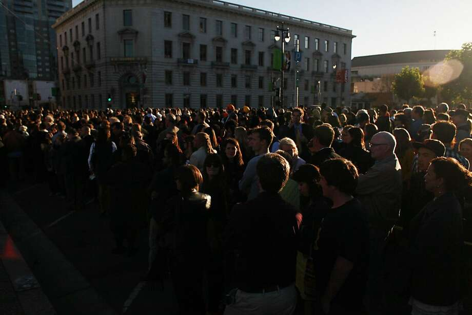 Thousands wait outside the Bill Graham Civic Auditorium for an appearance by the president. Photo: Mike Kepka, The Chronicle