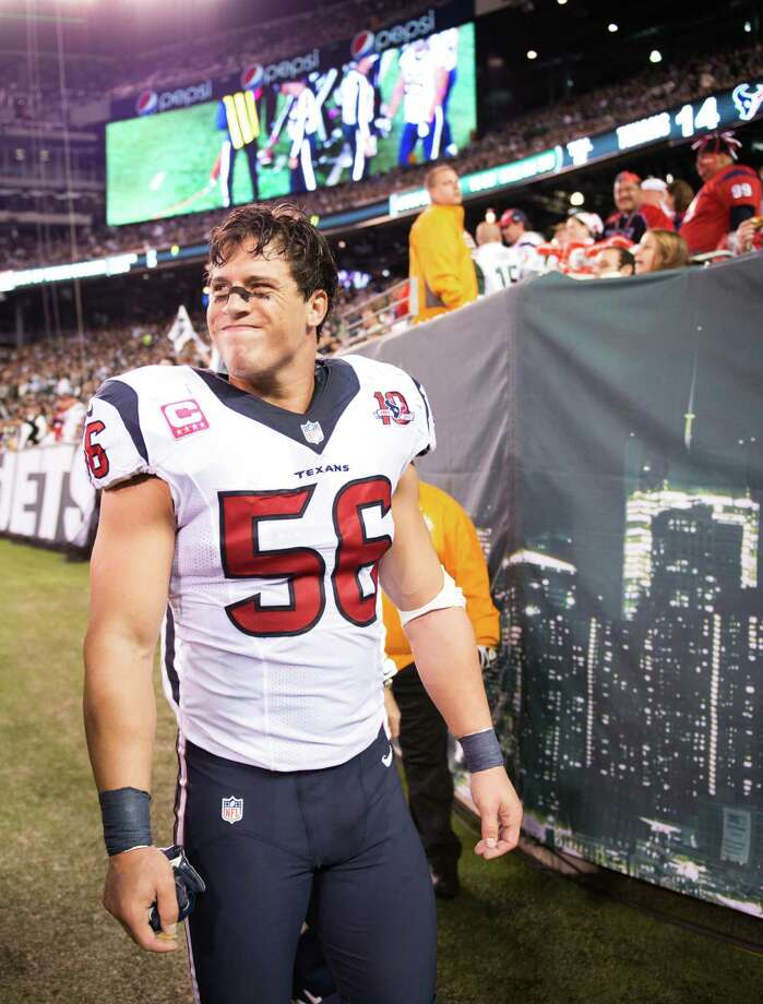 Houston Texans inside linebacker Brian Cushing leaves the field after being injured during the second quarter of a Monday Night Football game against the New York Jets at MetLife Stadium on Monday, Oct. 8, 2012, in East Rutherford. Photo: Smiley N. Pool, Houston Chronicle / © 2012  Houston Chronicle