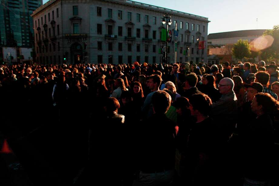 Thousands wait for to see President Obama at a fundraiser at the Bill Graham Civic Auditorium on  Monday Oct. 10, 2012 in San Francisco, Calif. Photo: Mike Kepka, The Chronicle / ONLINE_YES