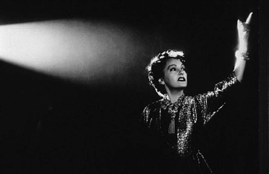 "Gloria Swanson in ""Sunset Boulevard''(jevistetch) (Michael D. Dennis)"