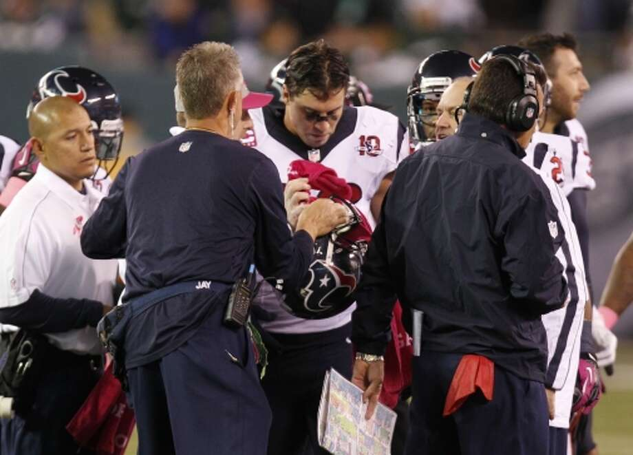 Texans inside linebacker Brian Cushing leaves the field after being injured during the second quarter. (Houston Chronicle)