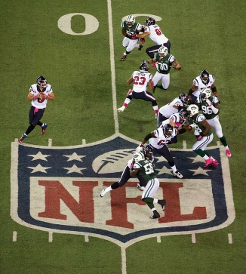 exans quarterback Matt Schaub (8) looks to pass against the New York Jets during the first quarter. (Houston Chronicle)