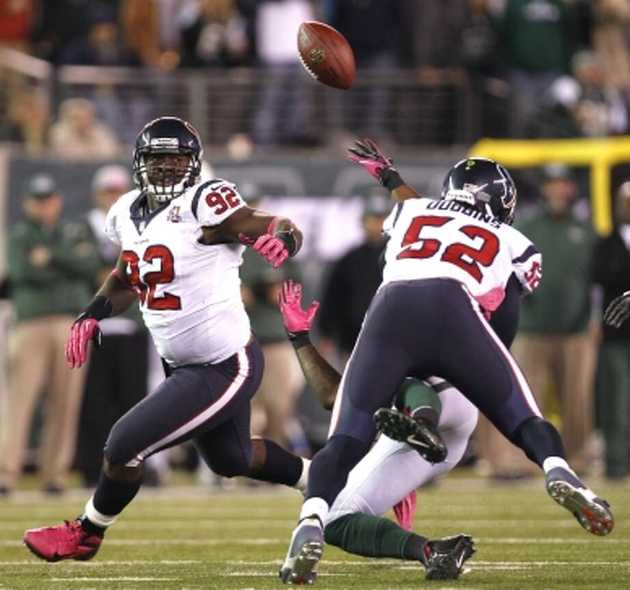 Texans linebacker Tim Dobbins (52) defends a pass intended for Jets running back Shonn Greene (23) as defensive end Earl Mitchell runs in on the play during the second half. (Houston Chronicle)